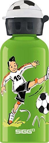 SIGG Footballcamp, Kinder Trinkflasche, 0.4 L, Auslaufsicher, BPA Frei, Aluminium, Grün