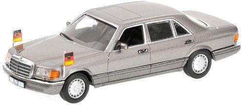 minichamps-436039300-modeles-a-lechelle-minichamps-mercedes-benz-500-sel-helmut-kohl-1989-1-43