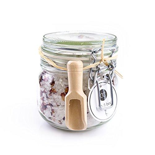 Badesalz mit Rosenblüten zur Entspannung, 700 Gramm Badekristalle im dekorativen Glas inkl. Rosenblüten, Badezusatz als Geschenk für Männer und Frauen
