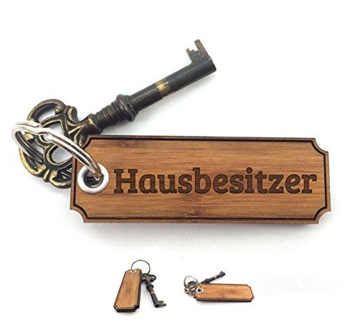 Preisvergleich Produktbild Mr. & Mrs. Panda Schlüsselanhänger Hausbesitzer Classic Gravur - 100% handmade aus Bambus - Gravur,Graviert Schlüsselanhänger, Anhänger, Geschenk Gravur,Graviert