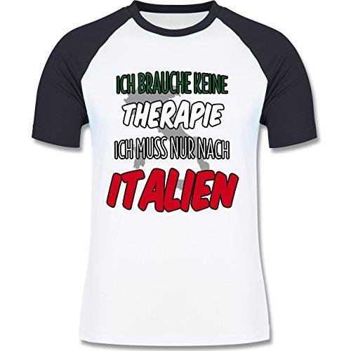 Shirtracer Länder - Ich Brauche Keine Therapie Ich muss Nur Nach Italien - Herren Baseball Shirt Weiß/Navy Blau