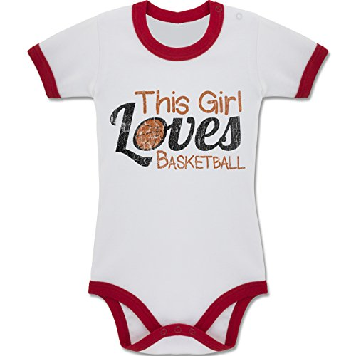 Basketball - This Girl loves Basketball - Vintage look - 12-18 Monate - Weiß/Rot - BZ19 - Baby kurzarm Ringer Kontrast Body Strampler (Basketball-ringer)