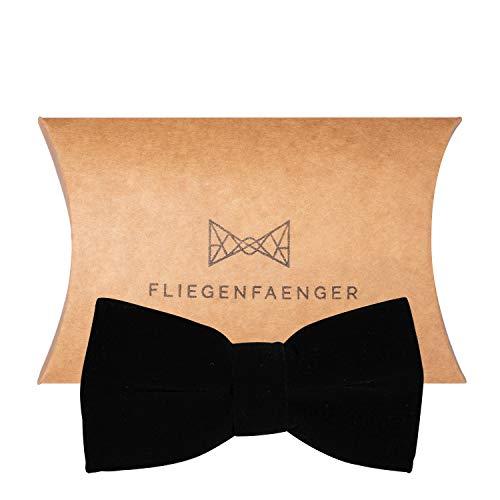 FLIEGENFAENGER ® vorgebundene Herren Fliege Schwarz aus edlem Samt für deinen Anzug individuell verstellbar inklusive Geschenk ()