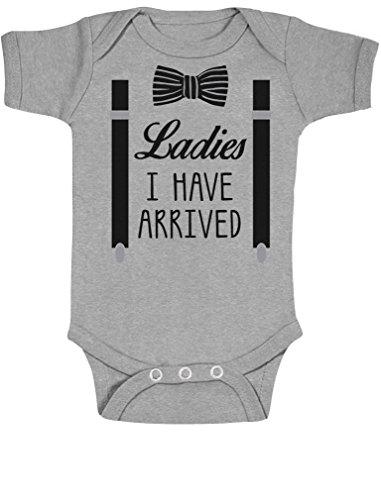 Ladies I have Arrived - Witziges Baby Motiv Baby Body Kurzarm-Body Newborn Grau