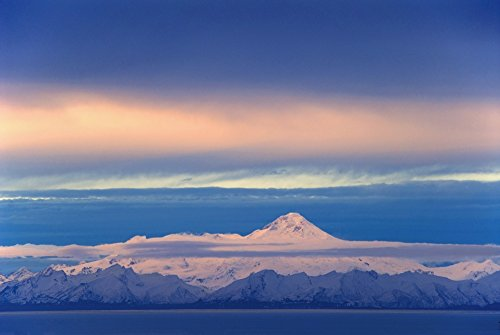 Bill Scott/Design Pics - Iliamna Volcano Seen Across Cook Inlet from The Kenai Peninsula In Southcentral Alaska During Winter Photo Print (43,18 x 27,94 cm) (Bill Cook)