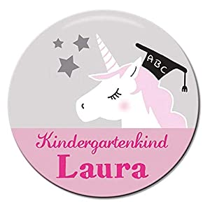 Polarkind Button Namenschild Anstecker Anstecknadel Kindergartenkind mit Wunschname und Wunschgröße Einhorn handmade 38mm 59mm Mitbringsel