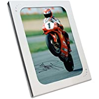 Exclusive Memorabilia Superbikes Foto Signiert von Carl Fogarty: Victory Wheelie. in Geschenkbox