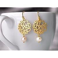 Zarte Perlen-Ohrringe zierliche Perlen-Ohrhänger filigrane matt-vergoldete Bubble-Elemente mit natürlichen Süßwasser-Perlen, das perfekte Geschenk