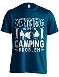 """Funny Camping 'camiseta JUST ANOTHER Bebedero de vino con un problema """"de acampada camping–Camiseta de Idea de regalo para Dad, Brother, Uncle o para un amigo en cualquier ocasión. Regalo de cumpleaños, Regalo del día de padre y regalo de Navidad..., color azul marino, tamaño XXXL"""