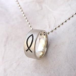 käte fraas Goldschmiedekunst Taufring mit Fischsymbol und Gravur auf der Innenseite in 925er Silber. Handmade, Taufschmuck, Taufkette