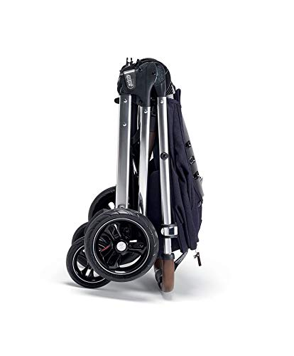 Mamas & Papas Flip XT3 Pushchair - Dark Navy Mamas & Papas PUSHCHAIR - Our lightweight Flip XT3 pushchair is perfect for handling busy streets FOLDABLE - This pushchair can be stored away quick and compact with the easy one handed fold FEATURES - The lie-flat position supports natural, healthy sleep while the UPF 50+ large hood & air vent provides cooling protection from the sun 5