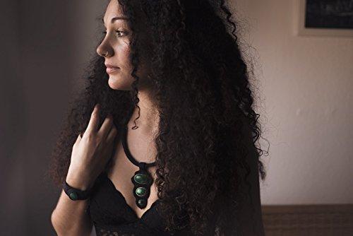 collar-negro-de-macrame-con-malaquitas-collar-unico-ideal-para-eventos-especiales
