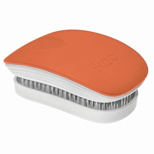 petite-brosse-dikoo-dans-la-couleur-orange-mate-pour-des-cheveux-longs