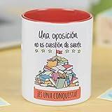 La Mente es Maravillosa - Taza cerámica de café o desayuno - Regalo para la OPOSICIÓN - Una oposición no es cuestión de suerte ¡Es una conquista! - RESISTENTE 100% al microondas y lavavajillas - Taza con mensaje para opositores - Taza con frase de motivación - BONITA y EXCLUSIVA - esmaltado especial brillante de GRAN CALIDAD - Frases y dibujos creativos grabados en la superficie - Perfecta para cualquier bebida, infusión o té - Taza Oposición