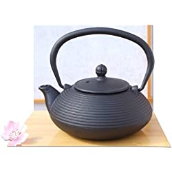 Tetsubin ghisa nero Zen Ripple teiera bollitore 0,4 litro - una persona con teiera in stile giapponese