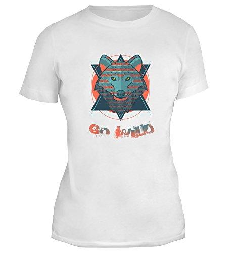 Mesdames T-Shirt avec Ornament Tribal Wolf Head Illustration with Go Wild Phrase imprimé. Blanc