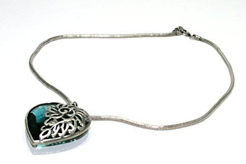 collana-girocollo-con-pendente-a-forma-di-cuore-in-cristallo-blu-incastonato-in-metallo-con-motivo-f