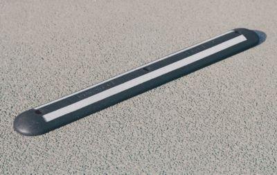 barre-de-delimitation-l-x-l-x-h-1200-x-150-x-45-mm-reflechissant-noir-blanc-delimitation-delimitatio