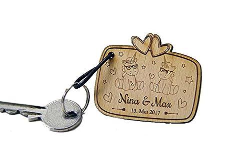 Personalisierter Schlüsselanhänger aus Holz mit Gravur mit Lederband und Schlüsselring zur Hochzeit Unicorn Einhorn cutie mit Brille mit Namen und Datum