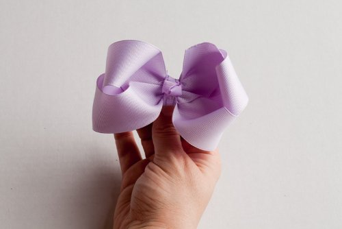 The One Hour Hair Bow Lesson, based on the 5th Avenue Bowtique Hair Bow Class (English Edition) (Bows Boutique Hair 5)