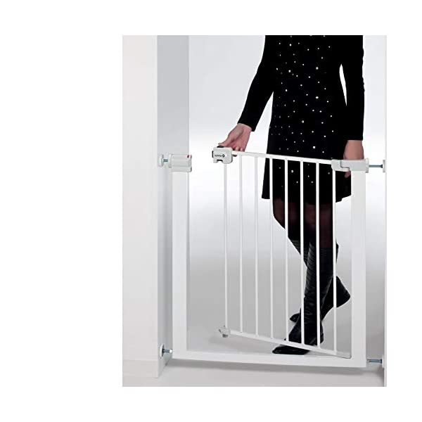 Safety 1st U-Pressure Barrier Metal-White Safety 1st U-pressure barrier metal is barrier gate with stair gate Fixing by 4 points pressure makes no holes in the walls Quick installation cups provided to avoid damaging the walls 3