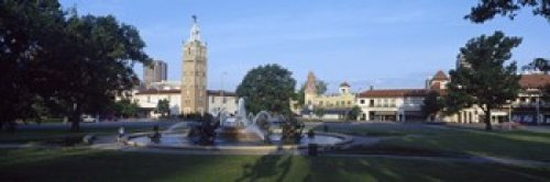 The Poster Corp Panoramic Images - Fountain in a city Country Club Plaza Kansas City Jackson County Missouri USA Photo Print (45,72 x 15,24 cm)