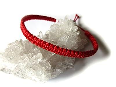 Bracelet brésilien/amitié/kabbalah/bohème/En fil Rouge tissé/tressé main en macramé forme plate avec du fil ciré et ajustable Réf.PP233