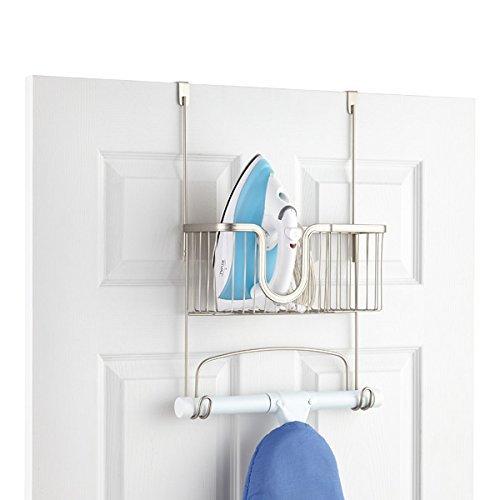 Tür Bügelbrett-halter (InterDesign York Lyra Hängeaufbewahrung für Bügeleisen und -brett | Aufbewahrungskorb und Haken für Bügelzubehör | Bügelbretthalterung zum Hängen über die Tür | Metall silber)