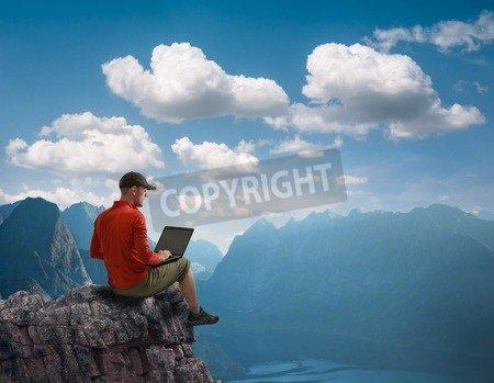 "Alu-Dibond-Bild 70 x 50 cm: ""man working outdoors with laptop"", Bild auf Alu-Dibond"