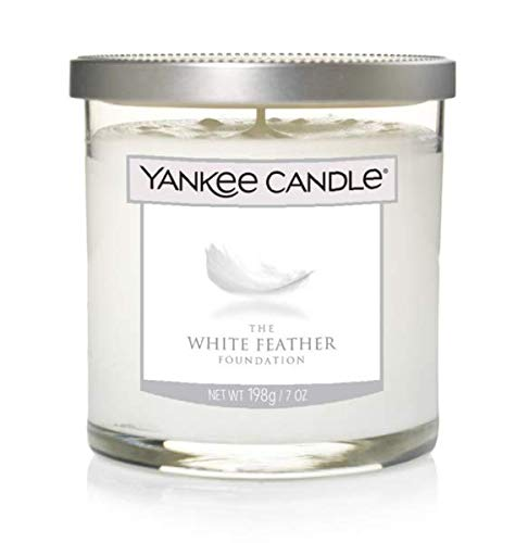 White Feather Foundation Yankee Decor Petite Bougie Pilier en Plumes Blanches - Jasmin de Minuit