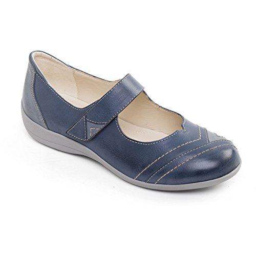 How wide is EE shoe width?