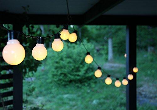 Outdoor – Lichterkette – 16 Lampen mit je 2 LED – Gesamtlänge über 9,50 Meter – mit Befestigungsösen , ideal für Garten , Balkon , Terrasse und Wintergarten – Beleuchtung – Angenehm heitere (aber nicht zu grelle) Outdoor – Lichterkette mit 16 Lampen mit praktischen Befestigungsösen – sparsame LED – Technik – Zuleitung 5 Meter, inkl. Außentrafo – sofort einsatzbereit – Farbe : (Weiß Matt)