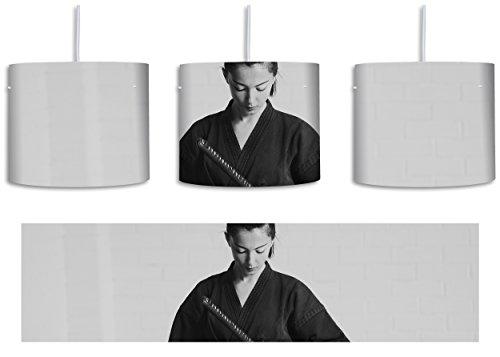 stolze Samurai-Kriegerin inkl. Lampenfassung E27, Lampe mit Motivdruck, tolle Deckenlampe, Hängelampe, Pendelleuchte - Durchmesser 30cm - Dekoration mit Licht ideal für Wohnzimmer, Kinderzimmer, (Ninja Krieger Frau)