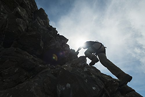 Ian Cumming/Design Pics - Man Scrambling up Ridge in The Black Cuillin; Isle of Skye Scotland Photo Print (48,26 x 30,48 cm)
