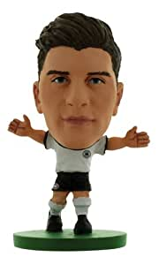 SoccerStarz SOC589 – Deutsch Nationalmannschaft Mario Gomez, Heimtrikot