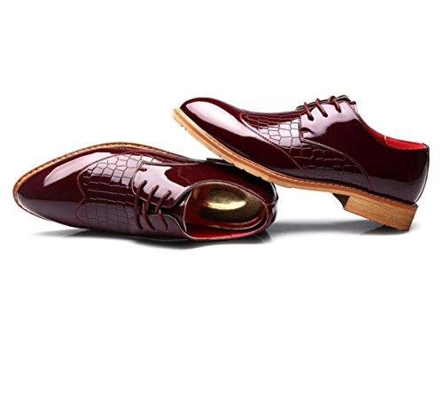 Junge Männer wies Bullock Schuhe der britischen Männer niedrige Schuhe Spitze Schuhe Geschäft geschnitzt Red