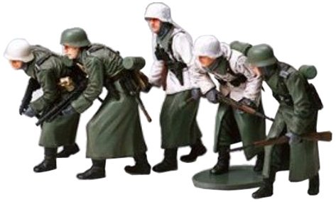 Military Miniatures German Assault Infantry Winter Gear - 1:35 Scale Military - Tamiya