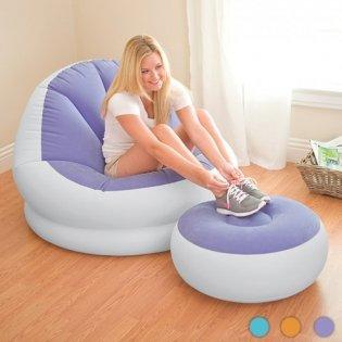 Poltrona chaise longue gonfiabile da una persona con poggiapiedi pouf per il relax