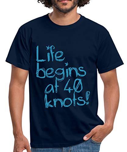 Spreadshirt Life Begins at 40 Knots Segeln Motorboot Männer T-Shirt, M, Navy