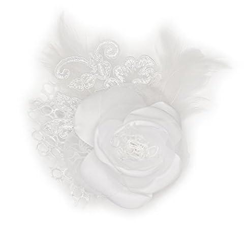 Broche fleur blanche en tissu satin, organza, dentelle et plume.