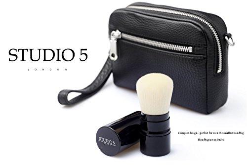 Einziehbarer Kabuki Pinsel von Studio 5 Cosmetics - Tragen Sie ihr Make Up unterwegs auf