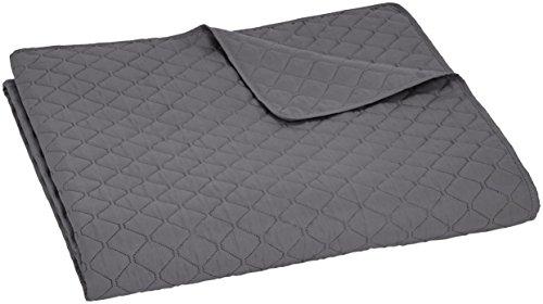 AmazonBasics - Bettüberwurf mit Prägemuster, extra-groß, Dunkelgrau, Rauten, 240 x 260 cm - Mit Tagesdecke