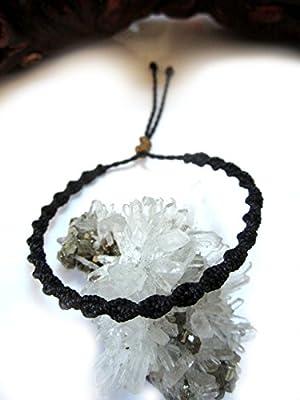Bracelet brésilien/amitié/En fil Noir tissé/tressé main en macramé forme spirale avec du fil ciré et ajustable Réf.PSpreto