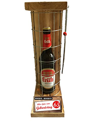 """Preisvergleich Produktbild """"Alles Gute zum 65 Geburtstag"""" Die Eiserne Reserve mit einer Flasche Früh Kölsch 0,50L incl. Bügelsäge zum aufschneiden des Metallgitters - Das ausgefallenes witziges originelles lustiges Geschenk Geschenkset Flaschenkorb für über 170 verschieden Anlässe - Die Top Geschenkidee mit dem WOW Effekt"""
