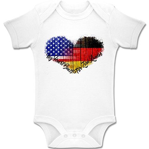 beVintage Flaggen - Deutsch-Amerikanische-Flagge-Herz - 1-3 Monate - Weiß - BZ10 - Baby Kurzarm Body Strampler