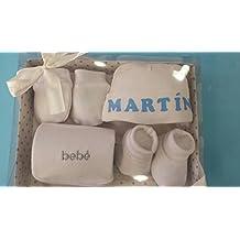 PRIMERAEDAD/Set bebé cuatro piezas(gorro, manoplas, patucos y babero) personalizado con el nombre del bebé/COLOR BLANCO-CELESTE