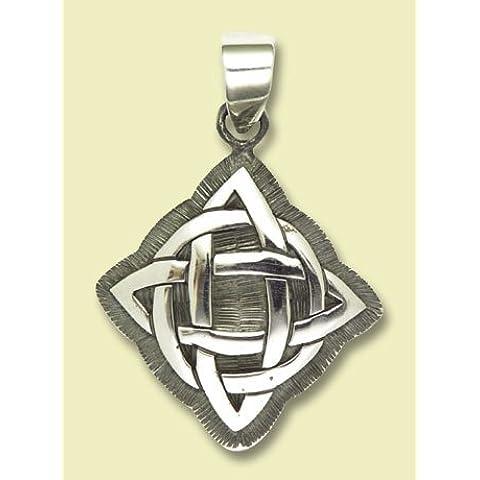 A forma di croce amuleto a forma di nodi