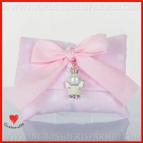 Cuorematto -sacchetto portcaonfetti a bustina con chiusura a strappo in tessuto di colore rosa a pois bianchi decorato al collo da un ciondolo a forma di angioletto bianco - bomboniere nascita,battesimo,comunione, confettate(1 pz. con confetti celesti)
