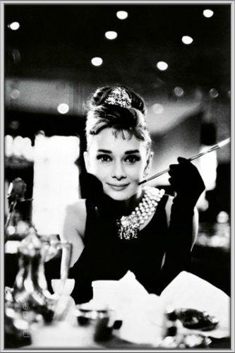 Poster mit Rahmen 61 x 91,5 cm, Silber - Audrey Hepburn - Breakfast At Tiffanys gerahmt - Antireflex Acrylglas