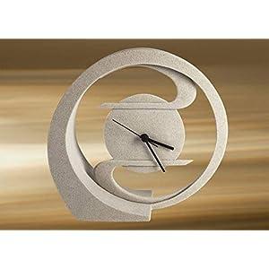 Uhr im Jugendstil-Design.